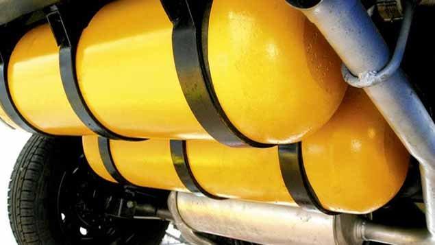 Um cilindro de gás natural veicular (GNV) explodiu na manhã desta terça-feira em um posto de gasolina, em Piraí, no sul Fluminense